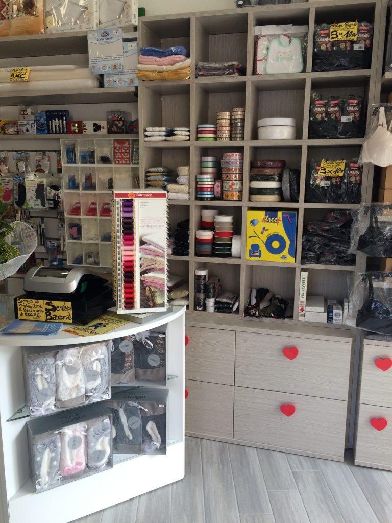 Negozi sistema componibile i metallici arredo torino for Arredo negozi torino